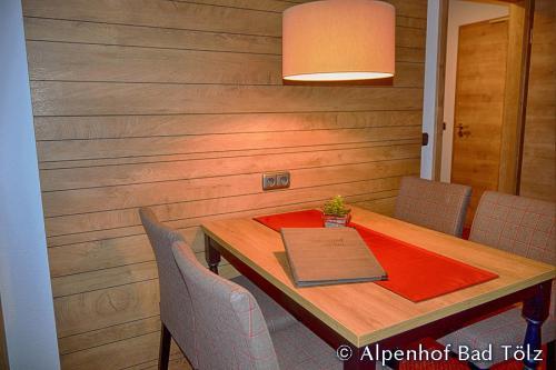 alpenhof_beistelltisch_7261